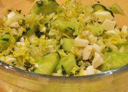 Салат из белокочанной капусты с огурцом и куриным белком