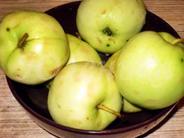 Десерт из яблок с мёдом и корицей в микроволновке