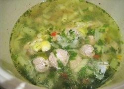 Суп зелёный на курином бульоне с фрикадельками