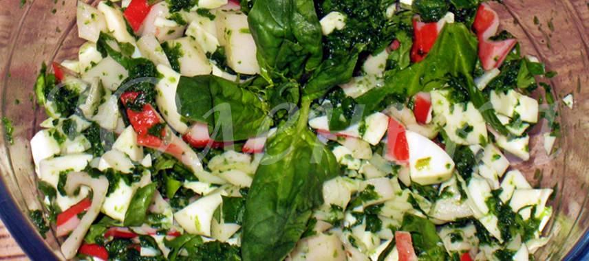 Апетитный и полезный салат со шпинатом