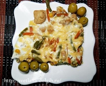 омлет на сковороде с курицей и сыром