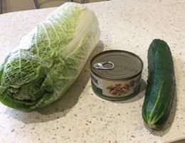 Ингредиенты для салата с тунцом и огурцом