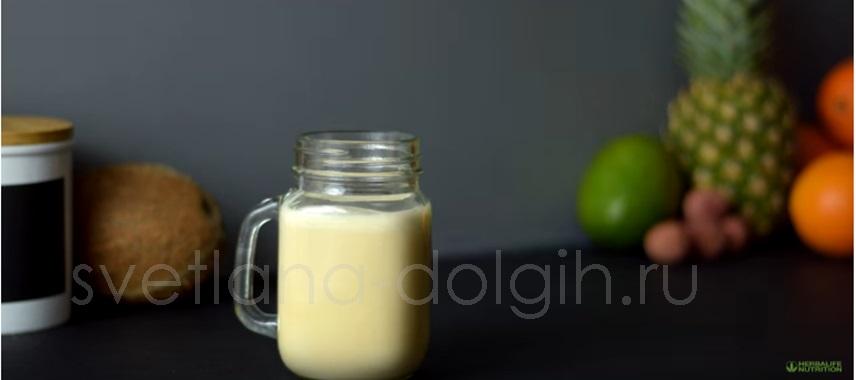 Вечерний коктейль с ананасом